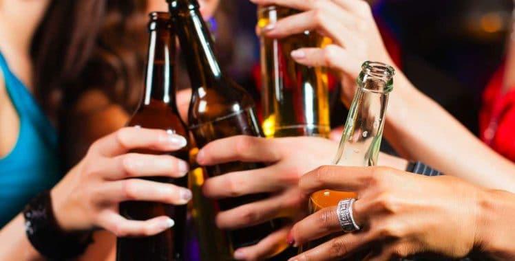 ¿COMO PREVENIR QUE SU HIJO ADOLESCENTE SE INTERESE EN LAS DROGAS Y ALCOHOL?